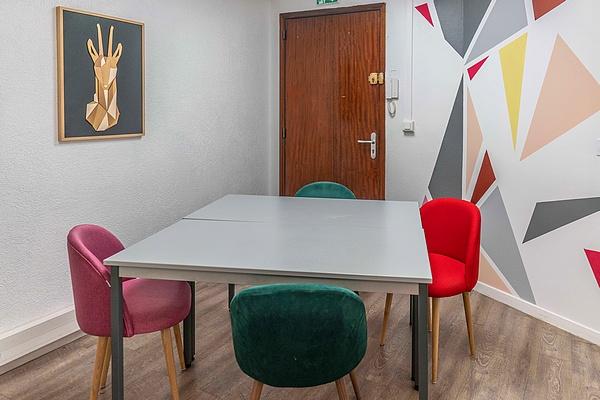 Salle de réunion à Annecy 4 à 6 personnes